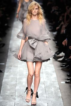 Valentino Spring 2010 Ready-to-Wear - Collection - Gallery - Style.com