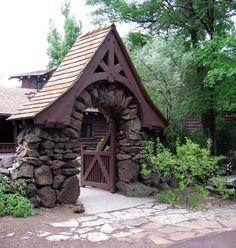 Riordan Mansion, Flagstaff Arizona Photo Gallery: Beautiful Stone Garden Gate