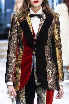 #DolceGabbana  #fashion #Koshchenets     Dolce & Gabbana Fall 2017 Ready-to-Wear Accessories Photos - Vogue