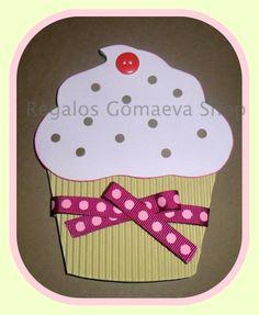 Tarjeta de felicitación de cumpleaños con forma de cupcake. Precio: 1,5 Euros. 1/2