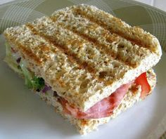 ◄ Dukan Bread BLT - A great, filling, bacon, lettuce, tomato sandwich ► Dukan Diet Recipes, Low Carb Recipes, Cooking Recipes, Healthy Recipes, Tim Noakes Diet, No Bread Diet, Tacos, Tostadas, Nutrition
