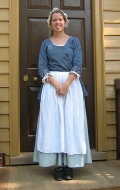 Two Nerdy History Girls: Dressed for Summer: Three Eighteenth Century Women - example of a working or low class costume 18th Century Dress, 18th Century Costume, 18th Century Clothing, 18th Century Fashion, 1800s Fashion, Historical Costume, Historical Clothing, Vintage Outfits, Vintage Dresses