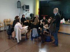 Nuestros compañeros del Área de Inserción Social y Reducción de Daños en Drogodependencias durante la sesión de trabajo en grupo debatiendo sobre la medición de impacto en el Retorno Social de la Inversión #SROI