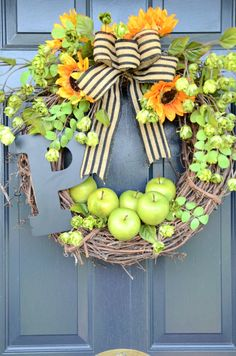 Welcome guests to your door with this fun and easy early-fall green apple wreath. Diy Fall Wreath, Wreath Crafts, Fall Wreaths, Wreath Ideas, Summer Wreath, Apple Wreath, Lemon Wreath, Corona Floral, Initial Wreath