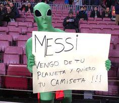 """Neymar perde pênalti, mas """"E.T"""" Messi coloca o Barcelona mais perto de final #globoesporte"""