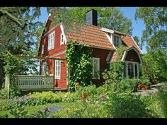 That's a solar chimney! Swedish Cottage, Red Cottage, Cottage Homes, This Old House, Sweden House, Red Houses, English Country Cottages, House In Nature, Small Cottages