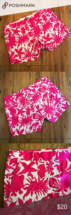 "J. Crew Hot Pink & White City Fit Shorts Size 6 J. Crew Hot Pink & White City Fit shorts in a size 6! They have a 5"" inseam and are brand new! They have a clasp and button closure as well as two front and two back pockets with buttons. They are made from 100% linen. J. Crew Shorts"