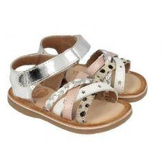 Si lo que buscas es un sandalia de niña de primera calidad y que este a la última en moda y tendencia , aquí encontrarás un modelo de sandalia niña trenzada .