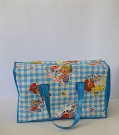 baby memorabilia Vintage vinyl diaper bag, I had a diaper like this also for my first baby. Vintage vinyl diaper bag, I had a diaper like this also for my first baby. My Childhood Memories, Sweet Memories, Vintage Baby Clothes, Vintage Toys, Puerto Rico, Retro Baby, Vintage Nursery, First Baby, Baby Gear