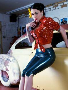 Latex Capri Pants model Violet Eyes photographer Kustomnemo Photography