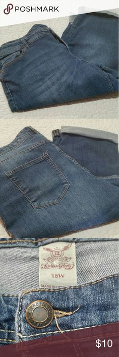 Faded Glory Capri jeans Faded Glory Capri stretch jeans in good used condition. Faded Glory Jeans Ankle & Cropped