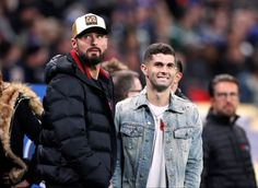 Chelsea Fc Players, Christian Pulisic, Athletic Men, Football Players, Canada Goose Jackets, Bae, Soccer, Winter Jackets, American