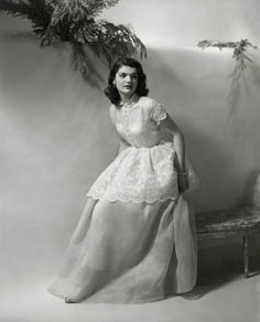 We've all seen the famous photos of Jackie Kennedy from the days of JFK's presidency. But we've compiled rare Jackie Kennedy photos that you've probably never seen. Jacqueline Kennedy Onassis, Estilo Jackie Kennedy, Os Kennedy, Jaqueline Kennedy, Jackie Kennedy Wedding, Vintage Vogue, Vintage Fashion, Vintage Beauty, Retro Vintage