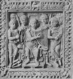 King David with other Musicians (cymbals, harp,  plucked rebec / plucked fiddle). Reliure de livre en ivoire de la fin du VIIIe siècle (Goldschmidt, Die Elfenbeinskulpturen
