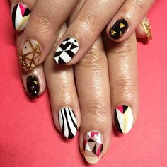 A fun mix of geometries on beautiful #naturalnails #handpainted #metallicgel / elsalonsito