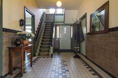 Jaren30woningen.nl   Ruime hal met originele betegeling uit de #jaren30 Floors, Mirror, Bathroom, Frame, Furniture, Home Decor, Home Tiles, Washroom, Picture Frame