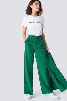 Emilie Briting X Na Kd Manchester Pants Green Hipster Outfits, Fashion Outfits, Womens Fashion, Fashion Trends, Moda Casual, Pants For Women, Clothes For Women, Green Pants, International Fashion