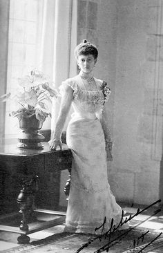Sophia of Prussia, Queen of Greece.  Her mother was Victoria, Princess Royal, first child of Queen Victoria of England and her father was Frederick III, King of Prussia and German Emperor.
