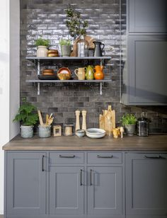 Sigdal kjøkken - Scala Inframe 7500-N, Studio Sigdal Lørenskog Fixer Upper Kitchen, Grey Kitchens, Kitchen Cabinets, Cottage, Table, Kitchen Ideas, Furniture, Architecture, Tips