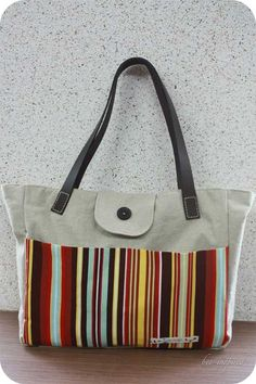 Free Tote Bag Pattern and Tutorial - Tote bag with leather straps