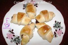 Cornuri pufoase cu dulceata – Stefy harnicutza Hot Dog Buns, Hot Dogs, Bread, Food, Home, Sweets, Fine Dining, Brot, Essen