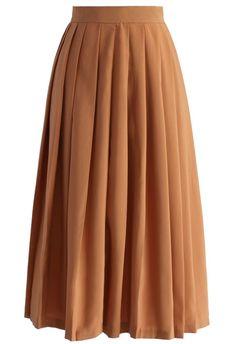 Gentle Pleats Midi Skirt in Tan Trouvé sur chicwish.com