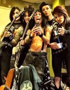 it looks like Andy's hair is super long, haha (but it's really CC's)