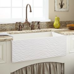 "33"" Grigham Reversible Farmhouse Sink - White"