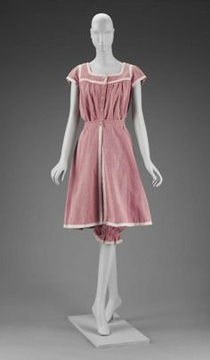 Early 1900s bathing suit via The Museum of Fine Arts, Boston (these would make cute PJs!)