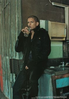 wentworth miller, even when you drink water your still beautiful Michael Scofield, Prison Break 3, Wentworth Miller Prison Break, Leonard Snart, Dominic Purcell, Lincoln Burrows, Samheughan, Dc Legends Of Tomorrow, Actor