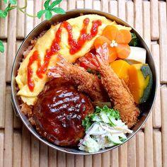 2018.5.25(金) ✽.。.:*・゚ #息子弁当 #浪人生弁当 ・ 金曜日がきたぁー 今週はこれでお弁当終わりで〜す ・ 今日は#お子様ランチ弁当 お子ちゃまじゃないけど... オムライス・ハンバーグ・海老フライ... と言えば「お子様ランチ」だよね ・…」 Food Menu, A Food, Good Food, Food And Drink, Yummy Food, Picnic Cafe, King Food, Bento, Aesthetic Food