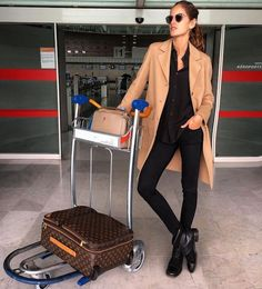 Izabel Goulart looks effortlessly stylish in Milan ahead of London Fashion Week Izabel Goulart, Airport Chic, Airport Style, Airport Outfits, Trendy Outfits, Winter Outfits, Cute Outfits, Fashion Outfits, Beautiful Outfits