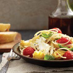 Spaghettinis aux tomates, cœurs d'artichauts et fromage de chèvre - Châtelaine