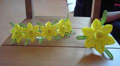 March Suisen (Daffodil) Kanzashi from Ikuokaya (via Flickr)