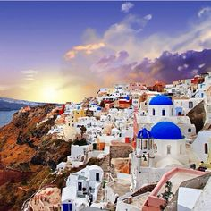 Colorful chaos in Santorini. Photo courtesy of globaltouring on Instagram.