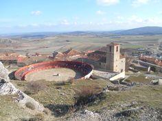 Plaza de Toros e iglesia de la Trinidad desde el tramo final del Camino al Castillo de Atienza