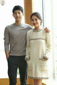 I am so going to crash when the drama's all over!cc published more photos of Song Joong Ki and Song Hye Kyo posing for the Hong Kong media to h… Korean Drama Songs, Korean Drama Series, Korean Dramas, Descendants, Korean Actresses, Korean Actors, Soon Joong Ki, Kdrama, Couple