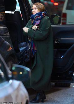 Ashley Mary Kate Olsen, Ashley Olsen Style, Olsen Twins Style, Olsen Fashion, Star Fashion, Tweed, Winter Outfits, Winter Fashion, How To Wear
