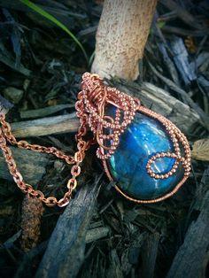 Collier labradorite bleue et cuivre par Stonessecense sur Etsy