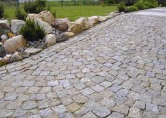 natursteinver … Split granite paving stones by Landscaping Retaining Walls, Front Yard Landscaping, Summer House Garden, Home And Garden, Boulder Retaining Wall, Granite Paving, Paving Pattern, Outdoor Stone, Home Garden Design