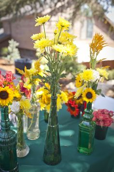 Teal table cloths & colorful flowers