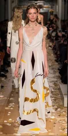 http://www.valentino.com/pl/women/fashionshow/lb-haute-couture-spring-summer-16_section