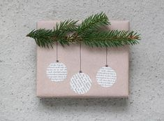 Gift Wrapping Ideas-Christmas DIY Gift wrap - Gift World and Gift Box Looking for gifts that exceed the expected? Explore all of these associate-lists, look for the detects & achieve the joy. Beautiful & super easy DIY Christmas gift wrapping ideas, using Diy Gift Wrapping Tutorial, Creative Gift Wrapping, Creative Gifts, Wrapping Gifts, Gift Wrap Diy, Wrapping Papers, Creative Christmas Gifts, Diy Christmas Presents, Gift Wraping