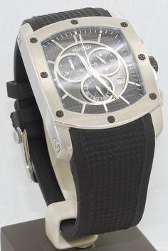 Reloj Roamer R-Line de caballero, caja de acero cuadrada, correa de silicona negra rugosa, hebilla con el logo de la marca grabada en láser, cronógrafo, calendario mensual y semanal, Swiss made. / Roamer