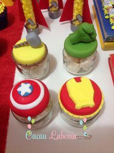 Potinhos de papinha com biscuit de símbolos de cada personagem!