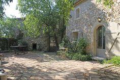 Bekijk deze fantastische advertentie op Airbnb: mas provençal au pied du village in Eygalières