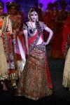 Soha Ali Khan showstopper at Vikram Phadnis at Aamby Bridal Fashion Week 2012 (1)