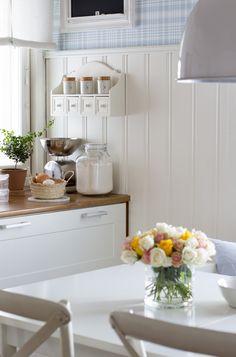 Scandinavian Interior, Big Kitchen, Dream Kitchen, Farmhouse Table, Modern Cottage, Farm Style, Sweet Home, Kitchen Dresser, Kitchen