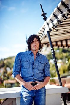 The Walking Dead, Norman Reedus: «Ho lo sguardo di titanio» - VanityFair.it (March 15/15)