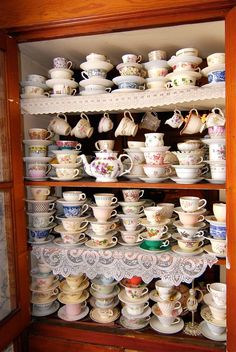 Vintage Tea Cup Collections can have a little something for everyone. Let a guest choose, or create a themed tea time for someone special. Tea Cup Display, Decoration Shabby, Cuppa Tea, Snacks Für Party, Teapots And Cups, My Cup Of Tea, Vintage China, Vintage Teacups, Vintage Tea Rooms